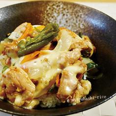 フライパンで簡単★チーズタッカルビ丼