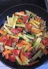 彩り楽しい!色々野菜とひき肉カレー炒め