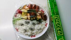 家で食べる弁当は《皿》に盛ってラップ!