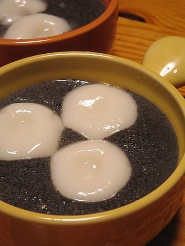 黒ゴマのココナッツ汁粉