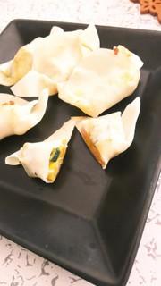 魚肉ソーセージとカボチャのワンタン焼きの写真