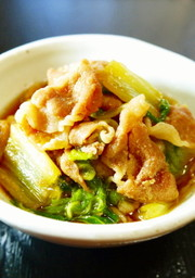 豚ロース薄切り肉と白菜★すき焼き風煮。の写真