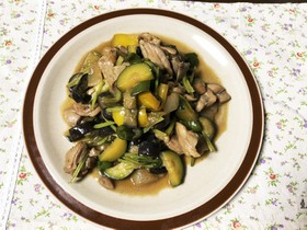 ズッキーニと野菜の鶏肉炒め