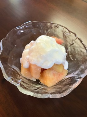 簡単!完熟桃のヨーグルトかけ