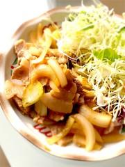 豚バラと玉ねぎだけ♫簡単生姜焼きの写真