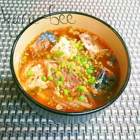 韓国風♪もやしと鯖缶の旨辛胡麻味噌スープ