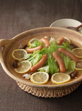 シャウエッセンとたっぷりレタスのレモン鍋