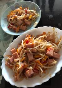 簡単、トマトとハムともやしの炒め物。