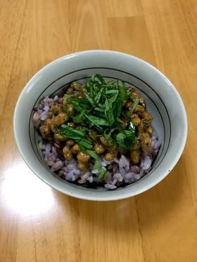 欲張り納豆ごはん(アマニ油、黒すりごま)