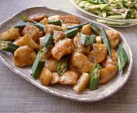 おくらと長芋と鶏むね肉のガリバタ炒め