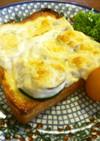 ズッキーニとホワイトソースのトースト