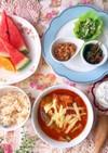 豆腐と厚揚げトマト鍋とネバネバおかず朝食