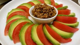 アボカドとトマトのサラダ☆肉味噌添え