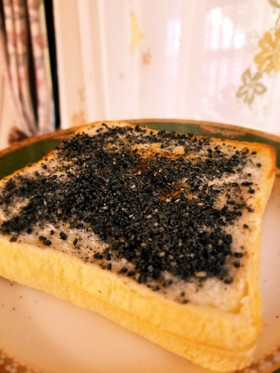 簡単&美味しい♡黒ごま×練乳トースト