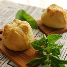 バジルソース利用☆チーズトッピングパン