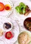 スタミナ炒めレタス巻きと和惣菜朝食
