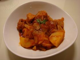 冷凍食品のチキンとジャガイモのトマト煮