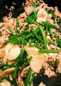 山芋とニンニクの芽と鶏そぼろの炒め物