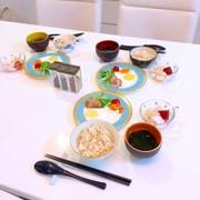 目玉焼き 白きくらげデザート付き朝ご飯 の写真