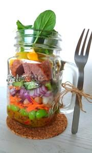 ミートローフの瓶詰めサラダの写真