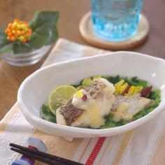 鯛のソテーの春菊あんと白みそソース添え