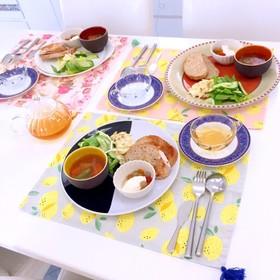 スクランブルエッグとスープ 簡単パン朝食