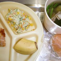 幼稚園のコールスローサラダ