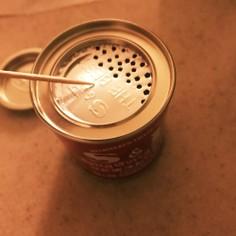 これは便利!S&Bカレー粉缶の開け方