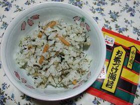 お茶漬けの素と納豆昆布の混ぜごはん