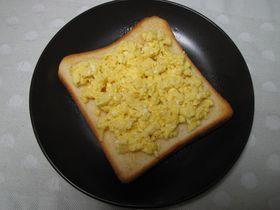 チーズ入り♪スクランブルエッグ☆トースト