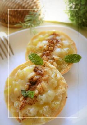 デラウエア×松の実の甘塩チーズトースト