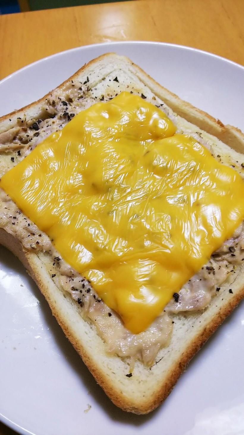 ツナチェダーチーズ トースト