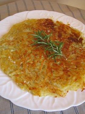 朝食にブランチにジャガイモのパンケーキ