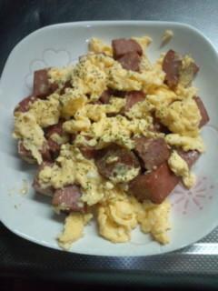 簡単。ランチョンミートの卵炒め!!