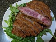 厚い牛肉で牛カツの写真