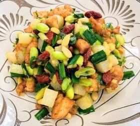 鶏肉と松の実とクコの炒め物