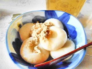 キャロブシロップで頂くお豆腐入り白玉団子