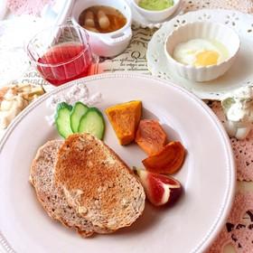 ライ麦パン 半熟玉子 低糖質な朝食