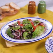 自家製ドレッシングのレタスサラダの写真