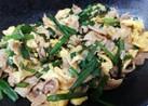 カリカリ豚とニラ玉の生姜醤油炒め
