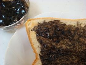 トーストにどうぞ 黒胡麻ジャム