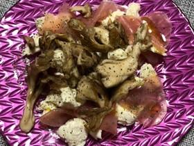 舞茸とモッツァレラチーズと生ハムのサラダ