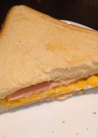 食パンでハム卵サンド♪