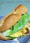 サラミのオムレツで食べ応えバゲットサンド