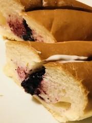 ヨーグルトパン☆蜂蜜&ブルーベリージャムの写真