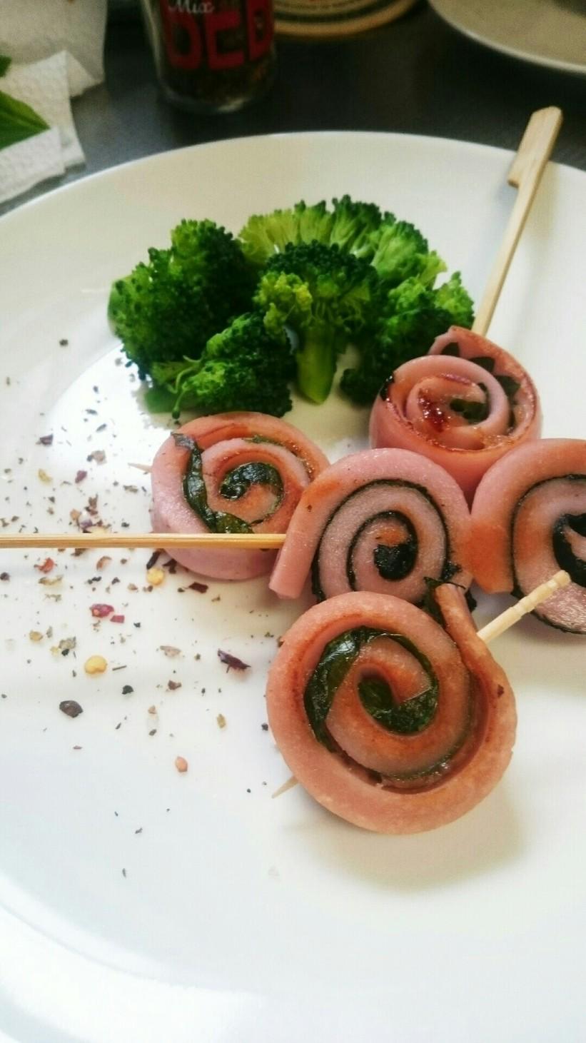 お弁当に♥魚肉ソーセージのクルクル巻き