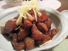 豚とゴボウとコンニャクの赤味噌コトコト煮