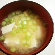 豆腐と大根の葉の味噌汁