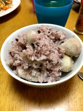 簡単で美味しい里芋と黒米のご飯!