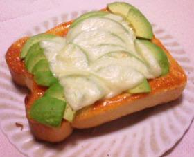 アボカドdeチーズトースト